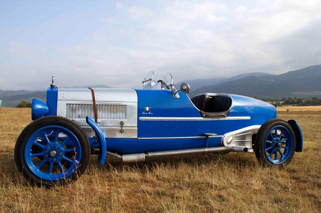 coche antiguo azul